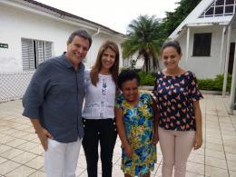 Presidente da ACEG Guarujá, Jairo Nobre, Edna Suman (presidente do Fundo Social), Dona Dionísia e Érica (diretora do Fundo Social)