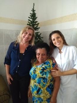 Angelina Passos (psicóloga da instituição), Dona Dionisia e Rafaela Dorta (nutricionista da instituição).