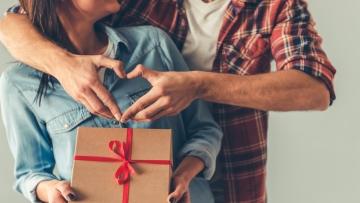 Dia dos Namorados: vendas devem crescer de 2% a 3%, estima Associação Comercial de SP